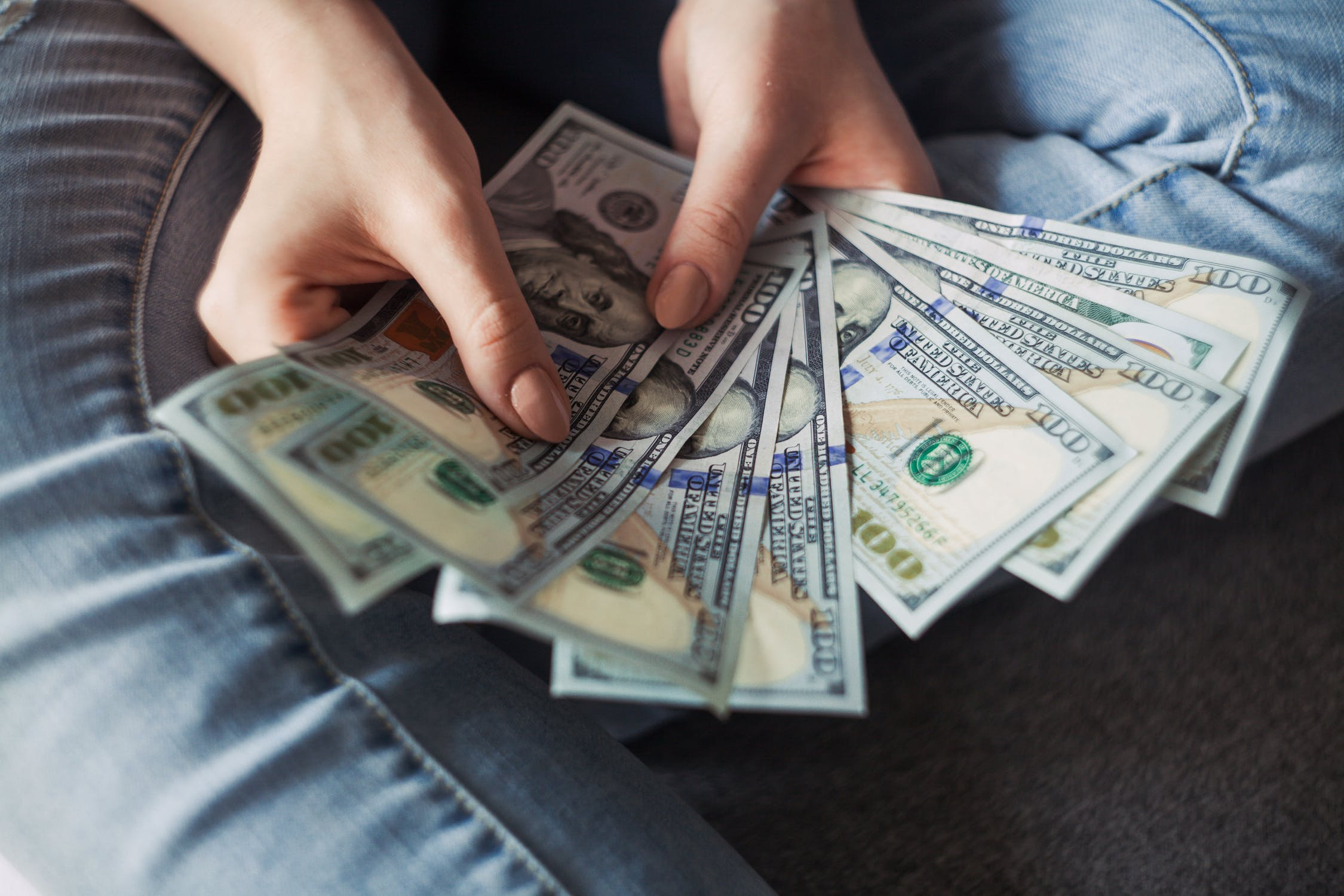 The advantages and disadvantages of peer to peer lending
